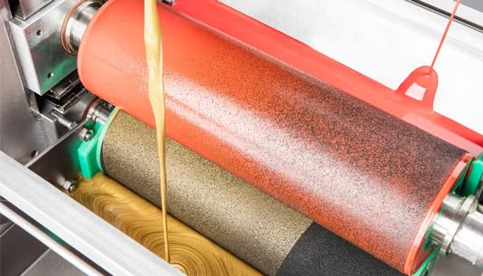 Ölauftrag mit der Walzenauftragsmaschine LW100 von Axel Wirth Maschinen GmbH